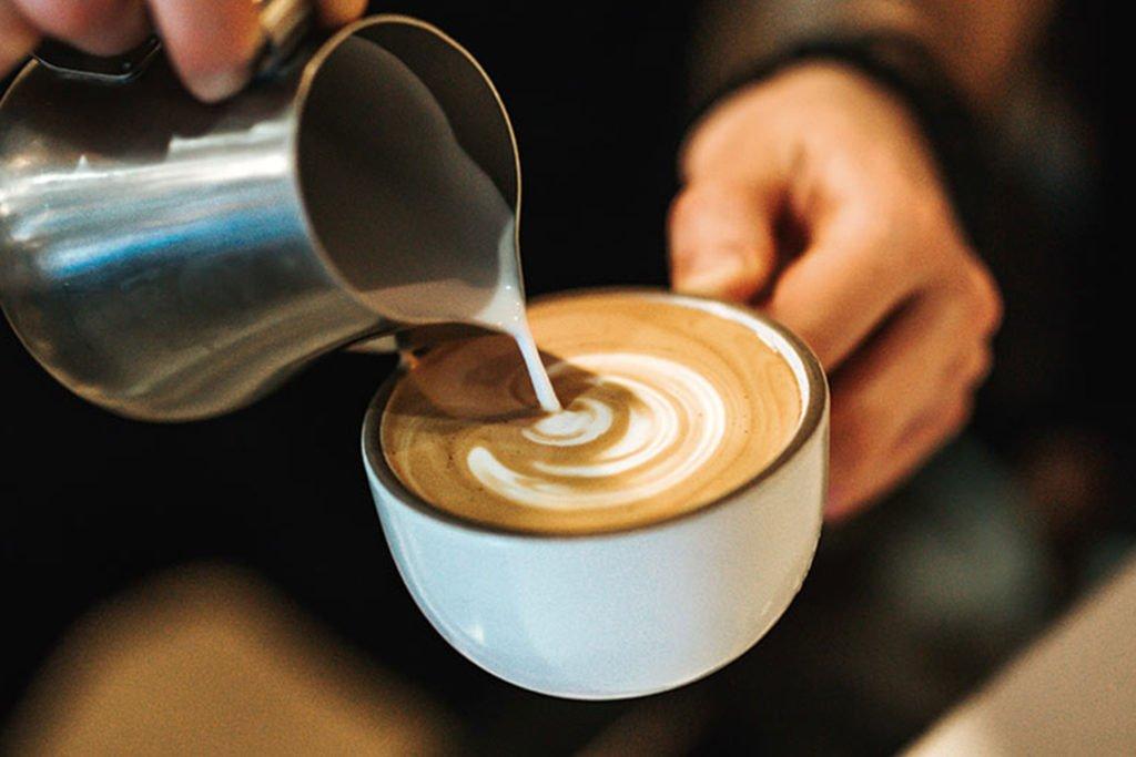 Elige la Mejor Leche Para la Espuma y Arte Latte Trebolac