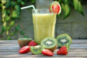 Smoothie de Kiwi y Fresas con Leche Entera Trebolac