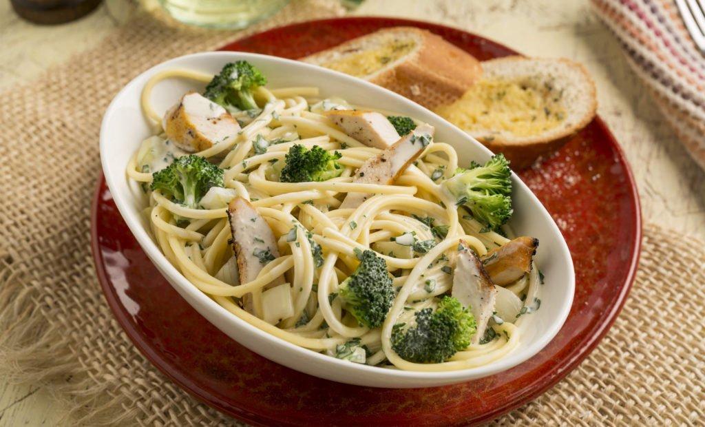 Pasta con Crema Trebolac y Brocoli
