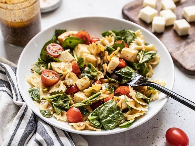 Ensalada Italiana con pasta y Queso Panela Trebolac