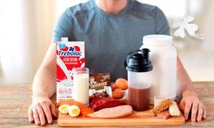 Beneficios de la leche y leche saborizada para la recuperación muscular. Leche regular. Leche con sabor.